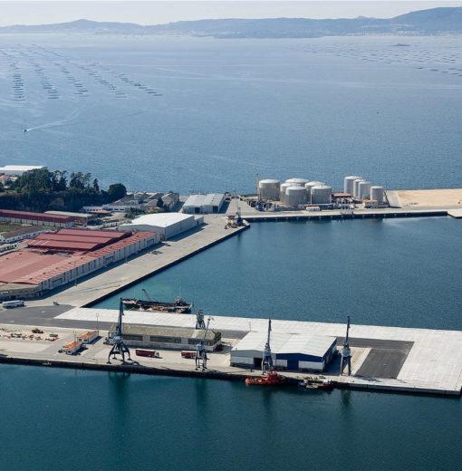 Muelle comercial en el puerto de Vilagarcía